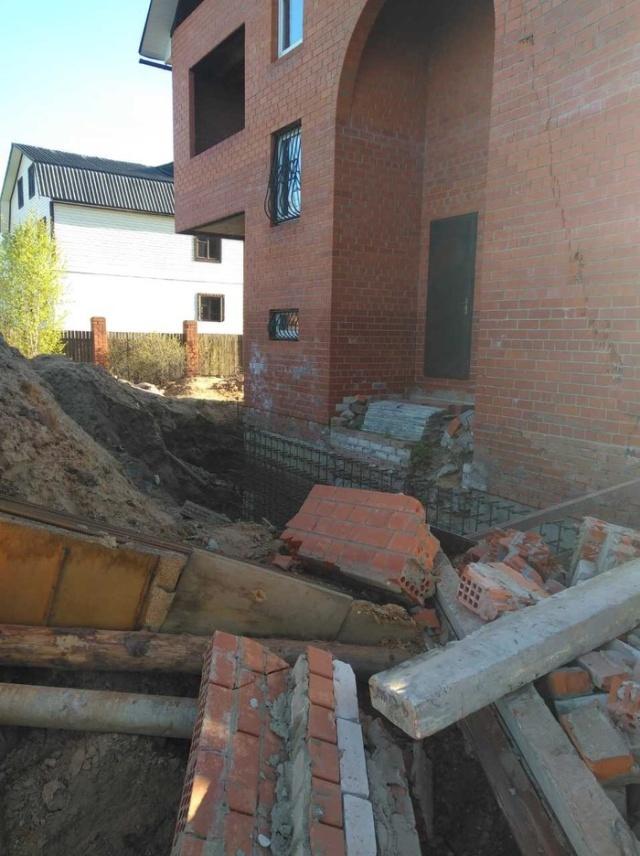 Не нужно подкапывать фундамент построенного дома (4 фото)
