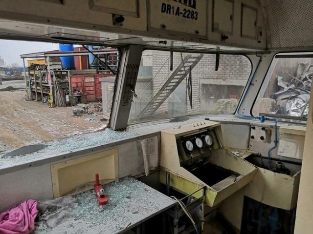 Уничтожение старого дизель-поезда в Эстонии (9 фото)