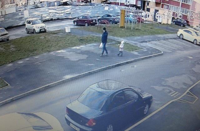 Как нужно поступать с обнаглевшими автолюбителями, которые паркуются, где хотят (4 фото)