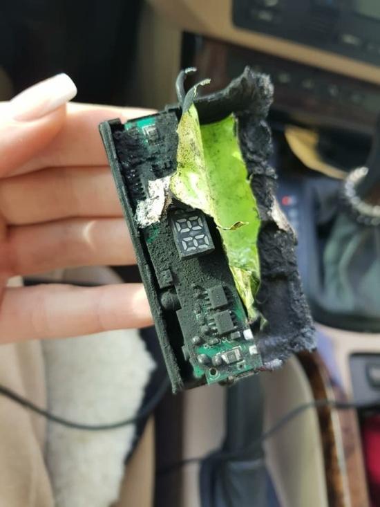 PowerBank взорвался во время первой зарядки (6 фото)