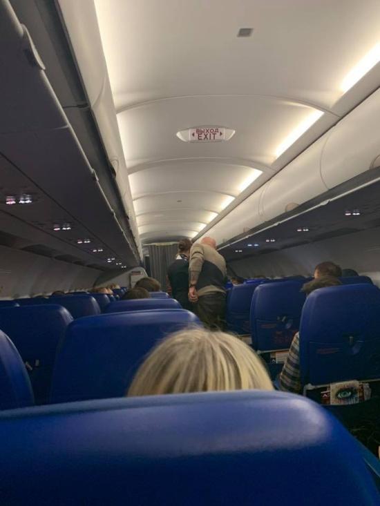 Александр Розенбаум оказал первую помощь пассажирке самолета (3 фото)