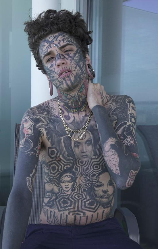 Mr. Bramble - 22-летний фрик, который начал модифицировать свое тело с 11 лет (10 фото)