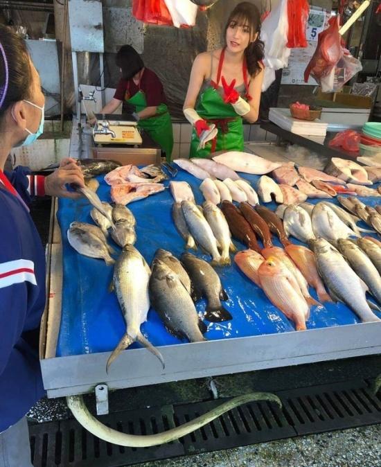 Лю Пэнпэн - самая красивая в мире продавщица рыбы (12 фото + видео)
