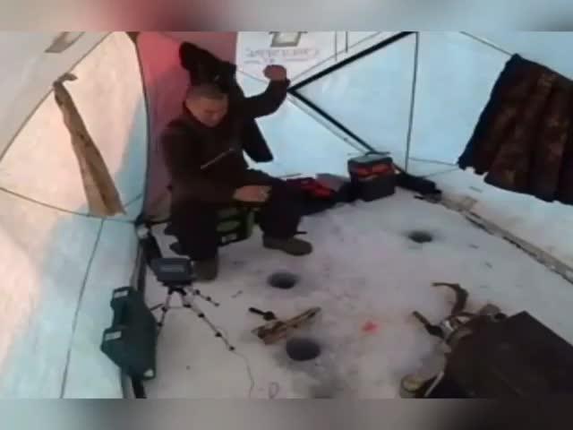 Активный клёв на зимней рыбалке