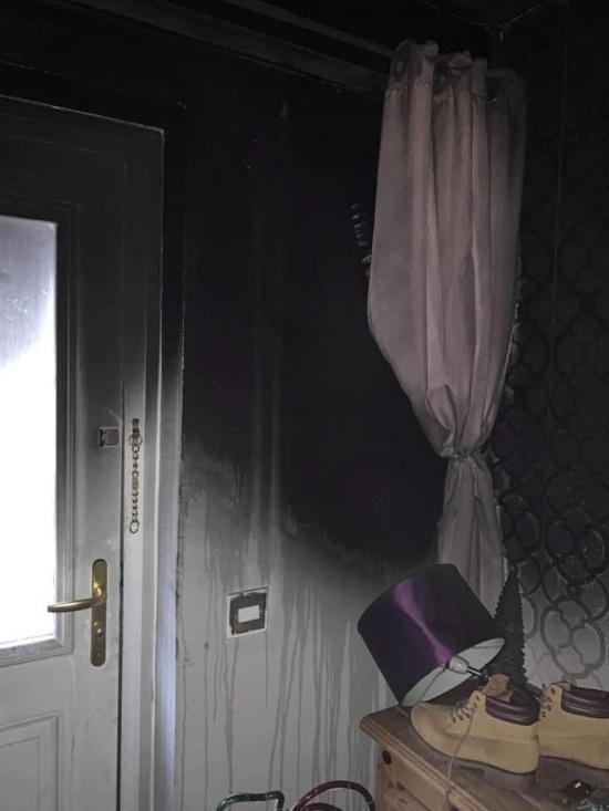 Рождественская ёлка стала причиной пожара, оставив британскую семью без дома (6 фото)