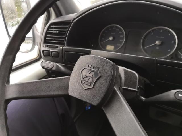 Тайник в рабочем автомобиле (2 фото)