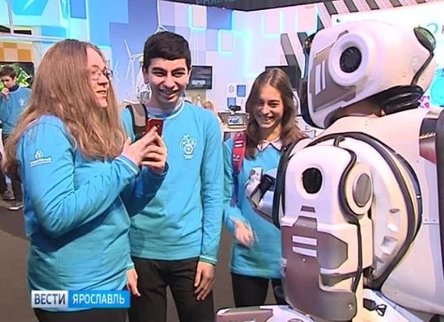 """Самый современный российский робот Борис, представленный на форуме """"ПроеКТОриЯ"""", оказался человеком в костюме (5 фото + 2 видео)"""