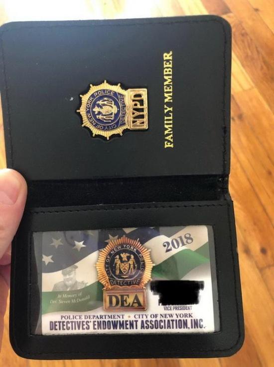 """Как работает """"отмазка"""" от полиции в США (2 фото)"""