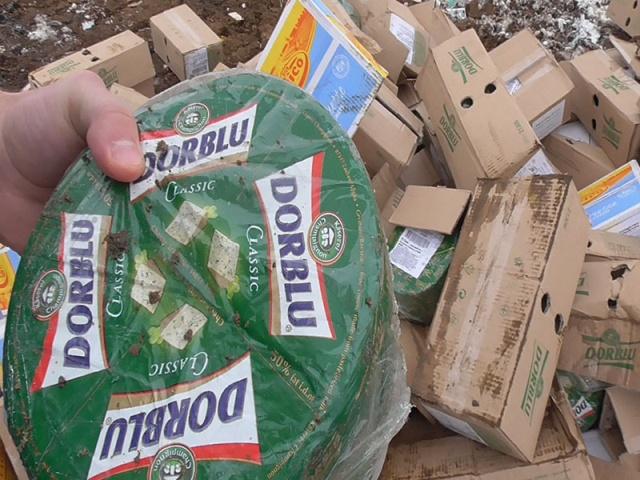 Почти 3 тонны запрещенного к ввозу в Россию сыра было уничтожено в Белгородской области (3 фото)