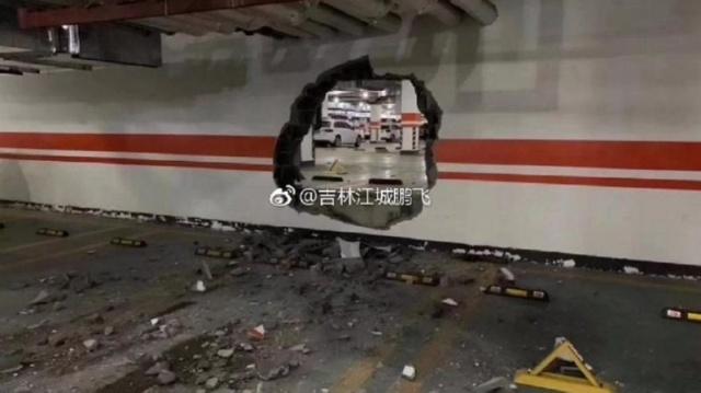 Необычная авария из-за заклинившей педали газа на новой Audi (3 фото)