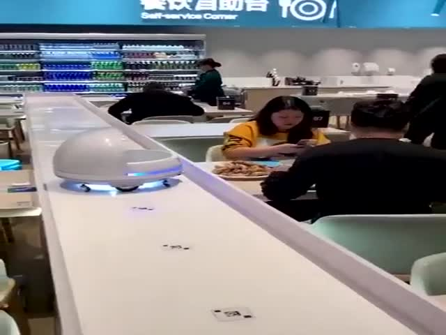 Будущее уже наступило: роботы для обслуживания заказов в ресторане