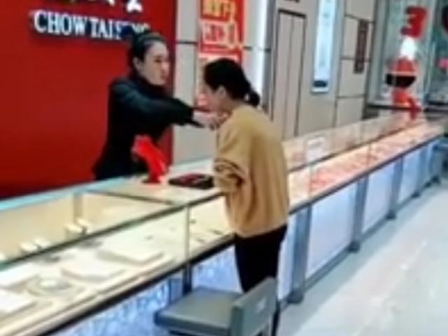 Розыгрыш продавцов в ювелирных магазинах