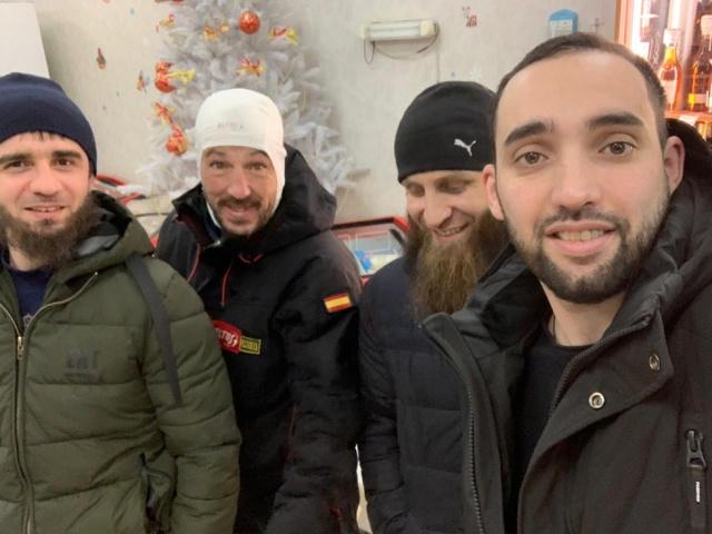 Местные жители обнаружили замерзающего испанского туриста, который ехал на Байкал на велосипеде (4 фото + видео)