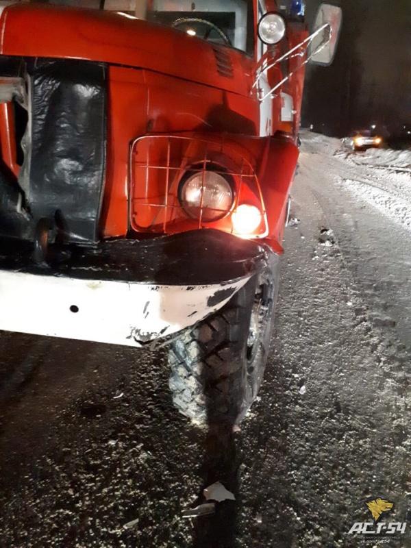 """Последствия ДТП с пожарным автомобилем: """"Девушкам-водителям всё дозволено?"""" (5 фото)"""