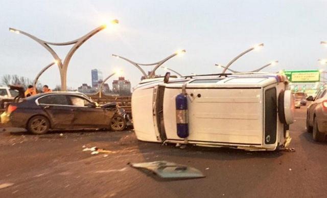 Девушка на BMW протаранила полицейский УАЗ Patriot в Санкт-Петербурге (2 фото + видео)