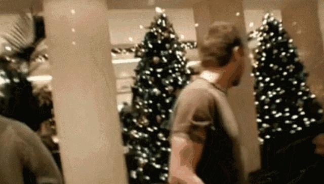 Неудачи с новогодними ёлками (15 гифок)