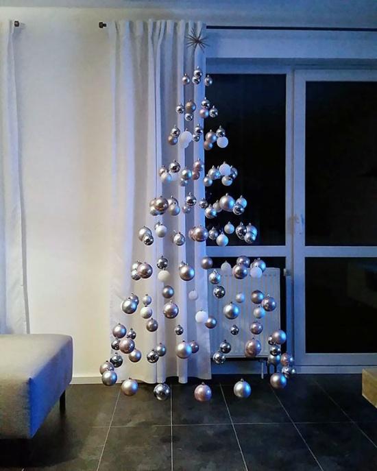Странные новогодние ёлки (35 фото)