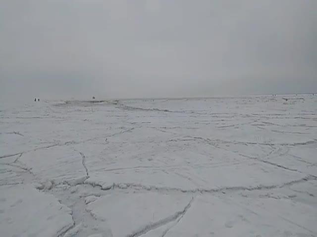"""Неожиданная """"волна"""" во время зимней рыбалки"""