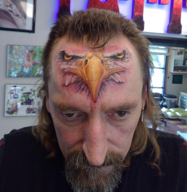 Странные и нелепые татуировки (17 фото)