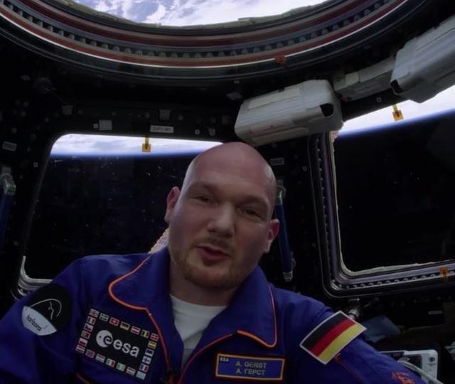 Обращение космонавта Александра Герста к внукам (2 фото)