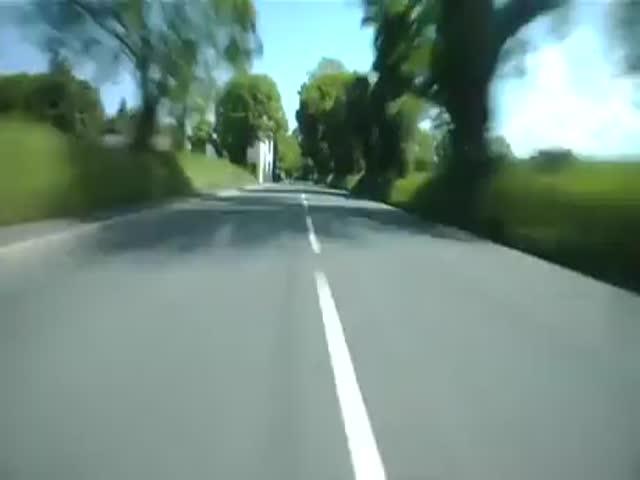 Видео с камеры на шлеме мотоциклиста, от которого становится не по себе