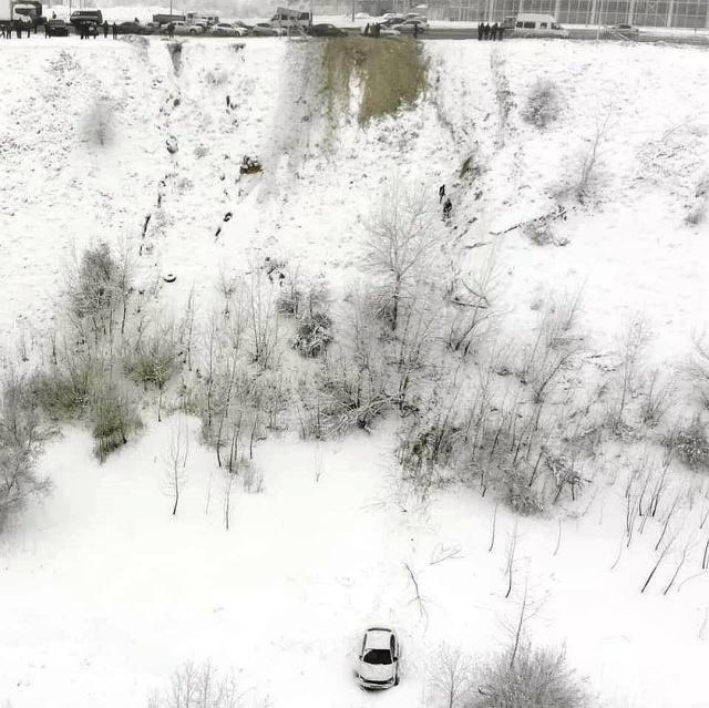 Под Волгоградом автомобиль с пьяным водителем слетел в овраг (6 фото + видео)