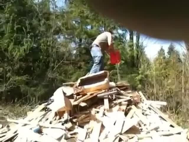 Как американские реднеки разводят костер...