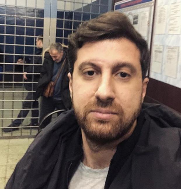 "Создателя ""Дневника хача"" Амирана Сардарова забрал ОМОН с акции, на которой он раздавал смартфоны своим фанатам (5 фото + 5 видео)"