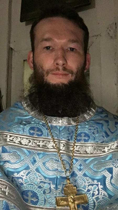 Новосибирский священник Андрей Крашенинников выпрашивал у прихожан деньги и дорогие подарки (8 фото)