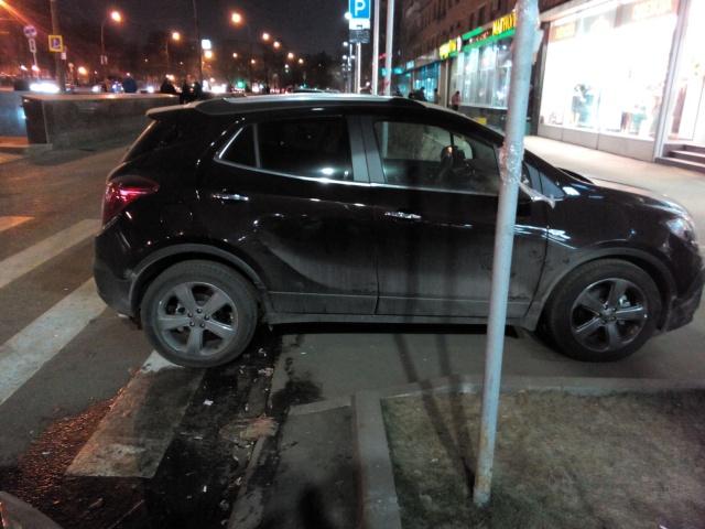 Отличное место для парковки (2 фото)
