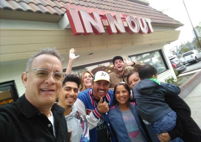 Том Хэнкс удивил посетителей ресторана (4 фото)