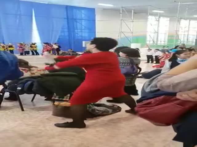 """Шпаргалка"" на детском утреннике"