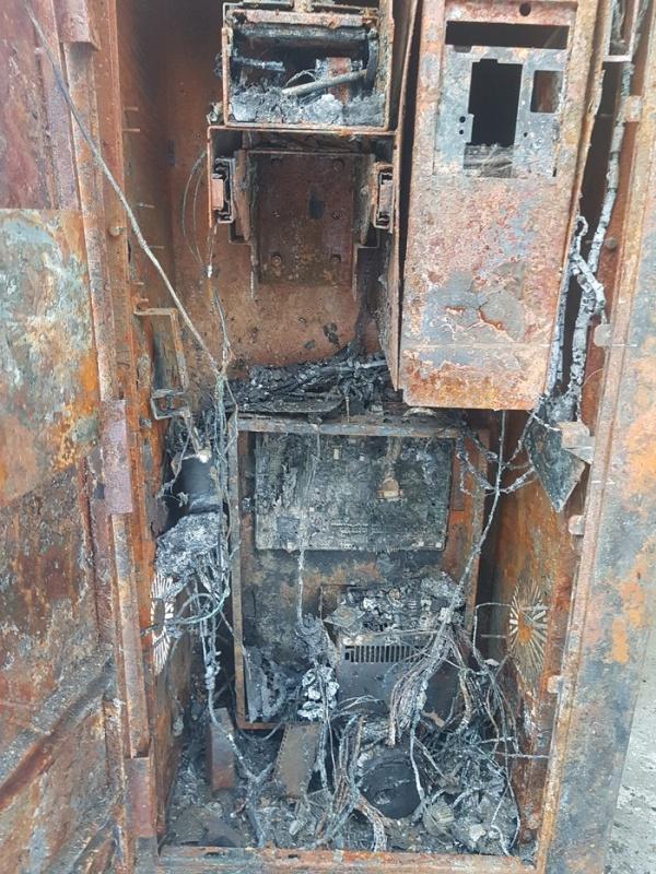 Когда техника сгорает дотла (3 фото)