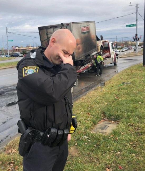 Полицейские тоже плачут (3 фото)