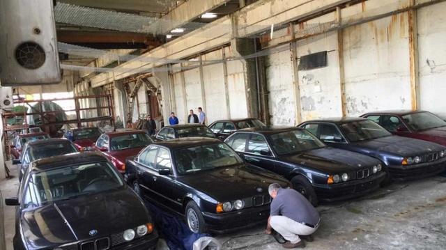 Заброшенный склад с новыми автомобилями BMW 5 серии 1994 года (5 фото)
