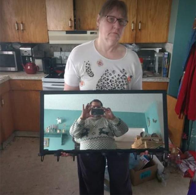 Люди продают зеркала (20 фото)