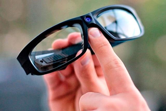 Купил очки со встроенной камерой, а теперь заплатит штраф (3 фото)
