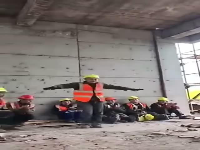 Когда ты обычный строитель, но в душе - настоящий танцор