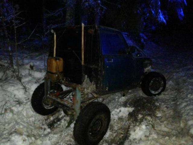 На самодельном транспортном средстве на новогоднюю дискотеку (3 фото)
