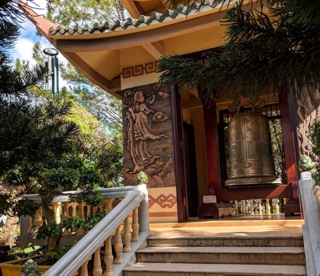 Единственная надпись во вьетнамском храме (2 фото)