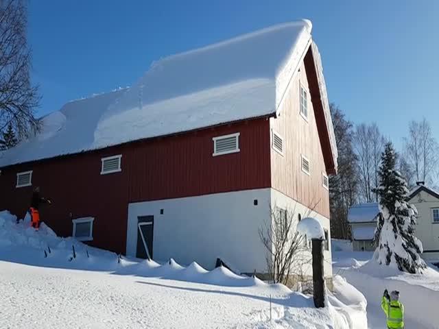 Очистка снега с крыши по-норвежски