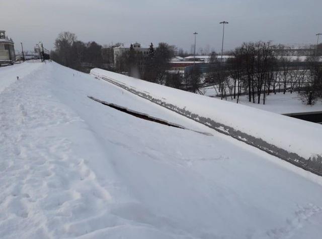 Прорыв дамбы в канале имени Москвы возле Тушинского тоннеля (3 фото + видео)
