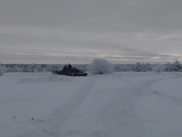 Жители села Архангельское катаются на танке