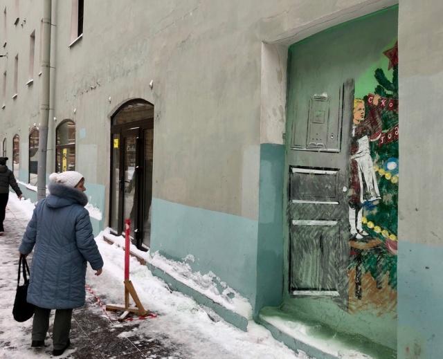 Активисты восстановили закрашенное новогоднее граффити в Санкт-Петербурге (3 фото + видео)