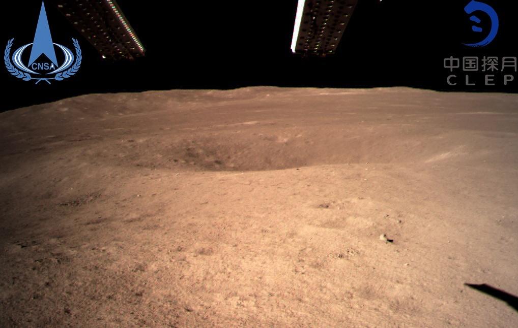 Панорамные снимки обратной стороны Луны, сделанные китайским аппаратом Чанъэ-4 (4 фото)