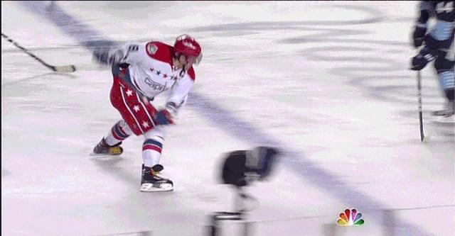 Хоккейные фейлы и нелепые моменты (17 гифок)