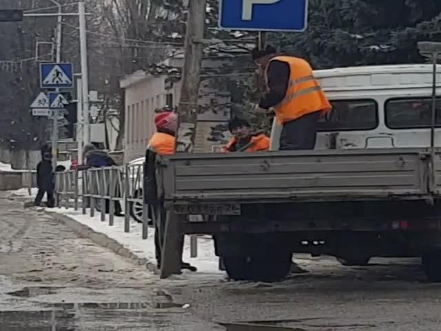 """Как в Михайловске создаются """"свои"""" дорожные знаки"""