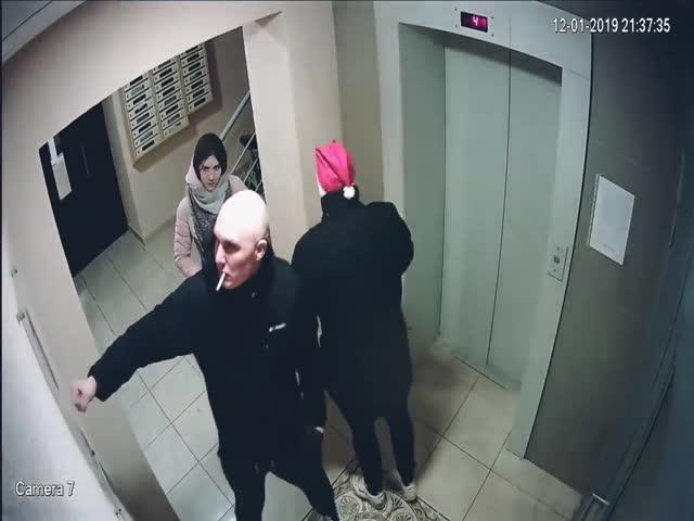 """Санта Клаус со своей """"свитой"""" в Рыбном"""