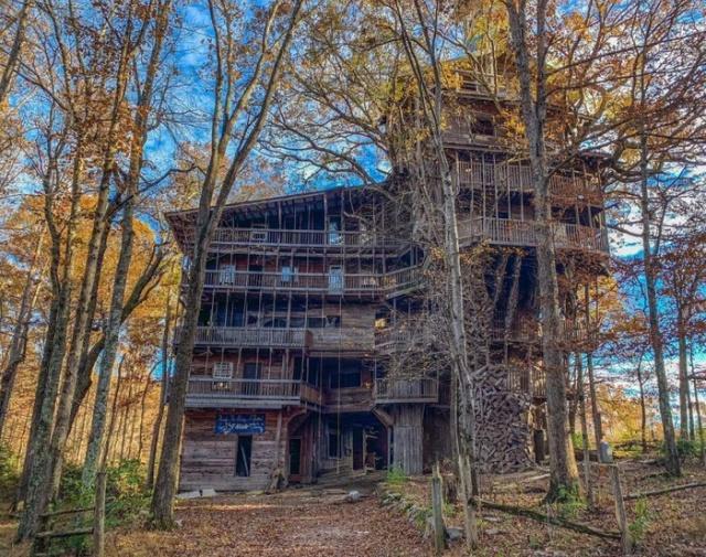 Необычный дом на дереве, который построил священник Горацио Берджесс (11 фото)