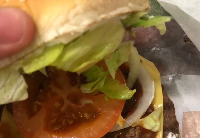 """Burger King уменьшил вдвое размер второй котлеты или """"синдром девяти яиц"""" (2 фото)"""